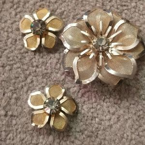 Vintage gold tone clip on ratings with matching pi